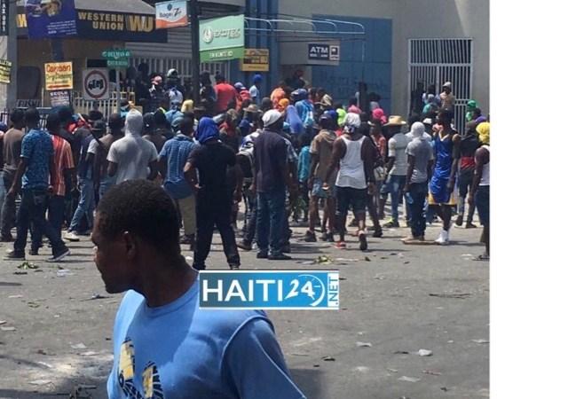 Pillage de la succursale de Western Union de Delmas 48
