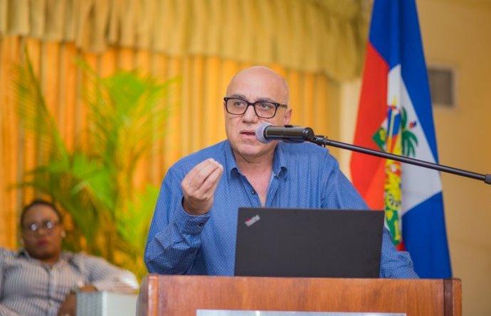 Non-renouvellement du visa de Réginald Boulos, l'homme d'affaires précise