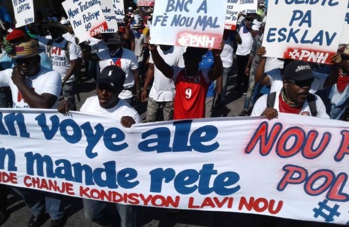 Haïti-Protestation: Des policiers marchent actuellement dans les rues