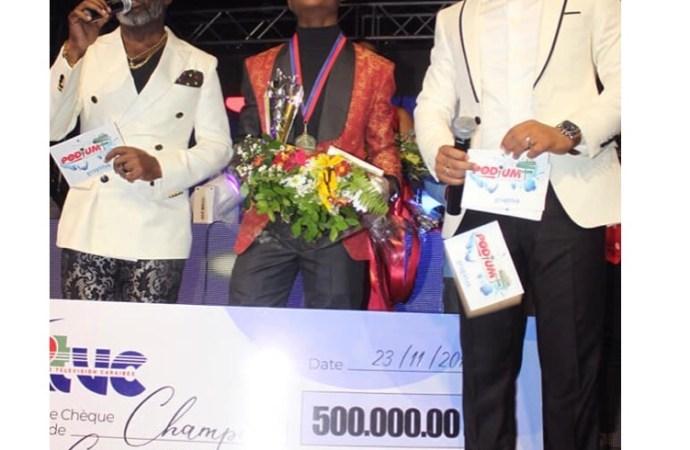 Clifford Dumé, champion du concours de chant «Podium Quartiers »
