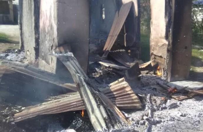 Petite-Rivière de l'Artibonite: une dizaine de maisons pillées, incendiées par des bandits