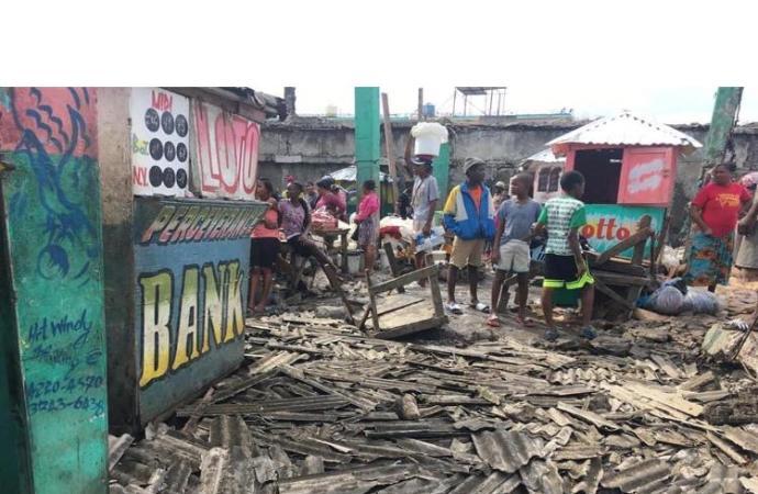 Port-de-Paix: effondrement du toit d'un marché public, un mort et 5 blessés graves