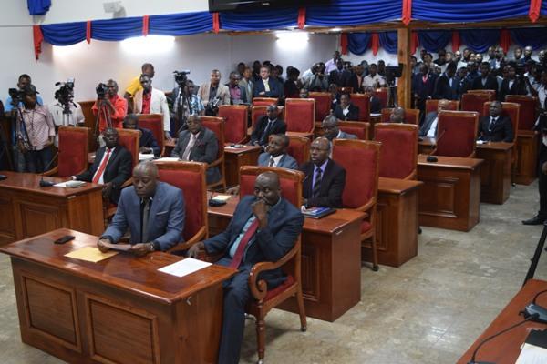 10 ou 20 sénateurs partiront le 13 janvier? Le Palais national joue à la prudence