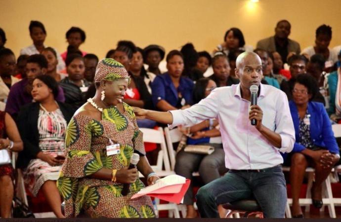 Journée internationale des femmes: Jovenel Moïse rend hommage à la gent féminine