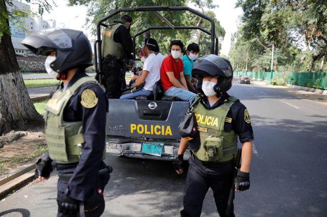 COVID-19 au Pérou: les militaires exonérés de responsabilité pénale