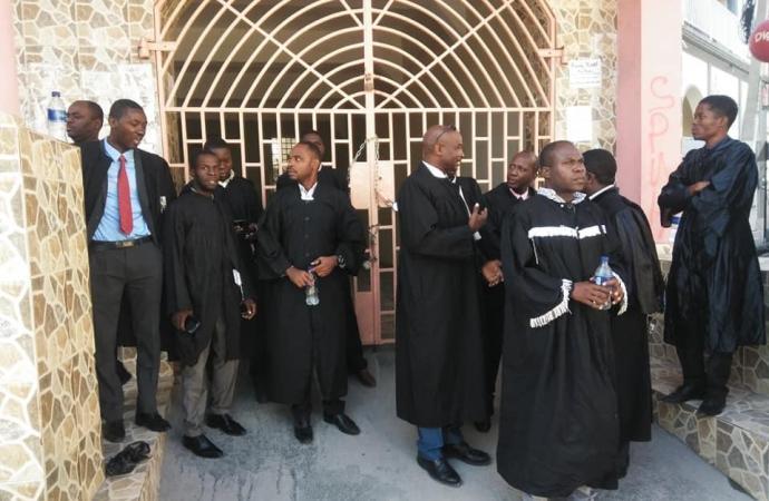 Aux Cayes: des avocats ferment les portes du Parquet