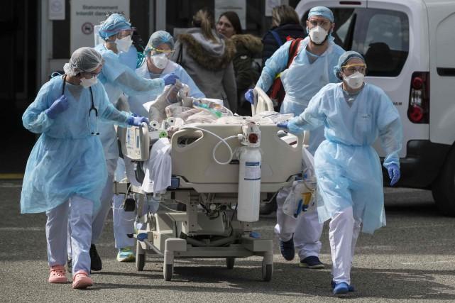 France: premier décès d'un médecin ayant contracté la COVID-19