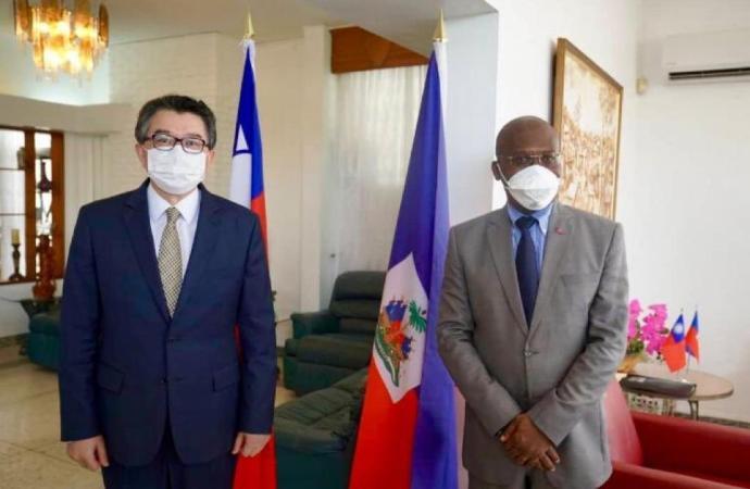 Coronavirus: Taïwan vole au secours d'Haïti, Joseph Jouthe reconnaissant