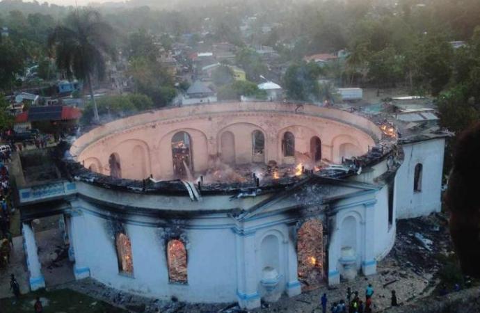 L'église catholique de Milot détruite par les flammes