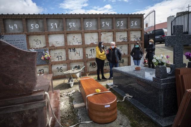 COVID-19: l'Espagne dépasse la barre des 10000 morts