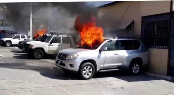 """""""Fantom 509"""" manifeste violemment, quatre véhicules incendiés, une victime recensée dans son camp"""