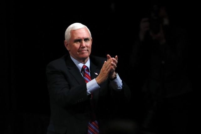 Le vice-président américain Mike Pence limitera ses contacts
