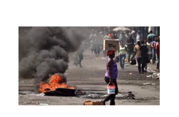 Des professeurs bloquent la route de Nazon