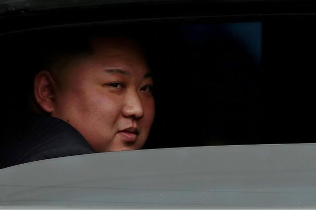 Kim Jong-un fait sa première sortie publique, met fin aux rumeurs