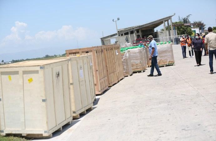 Lutte contre la covid-19: arrivée à Port-au-Prince de 3 générateurs, 325 bonbonnes d'oxygènes