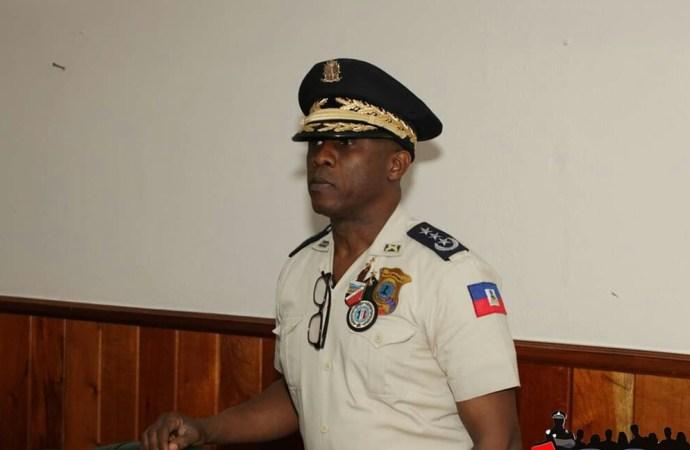 Normil Rameau  promet  récompenses et grades aux policiers qui pourchassent  les «Fantom 509»