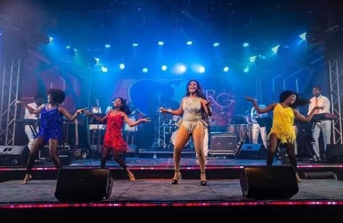 Show réussi pour la chanteuse Rutshelle Guillaume