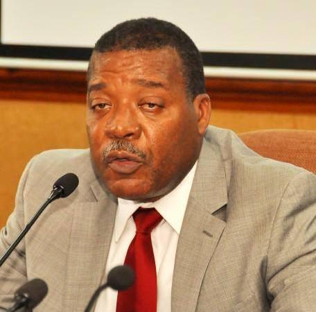 Accusé de corruption, l'ex-ministre de l'Économie, Yves Bastien, est attendu à l'ULCC