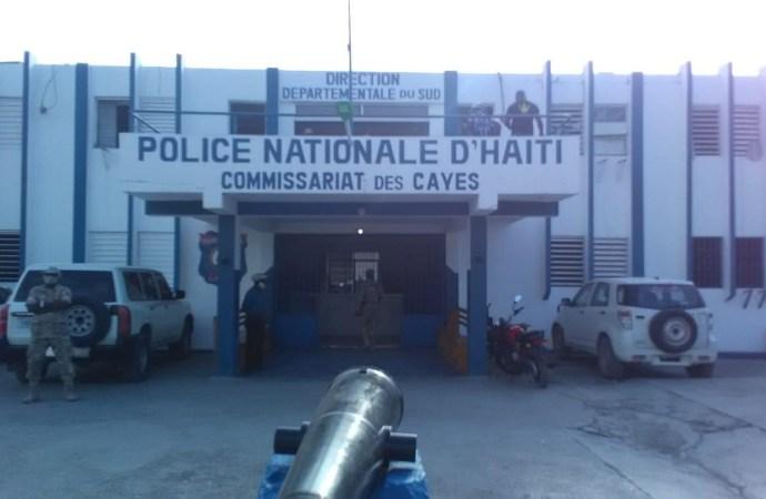Cayes : 4 individus appréhendés, une ambulance récupérée