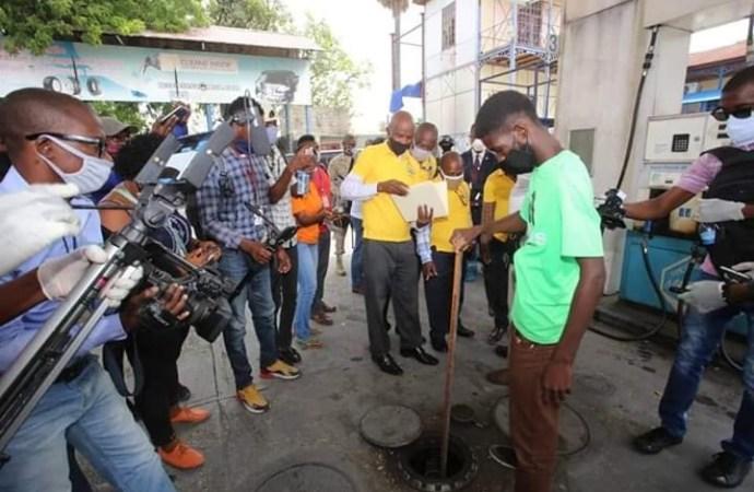 Inspection dans des pompes à essence:  deux personnes arrêtées