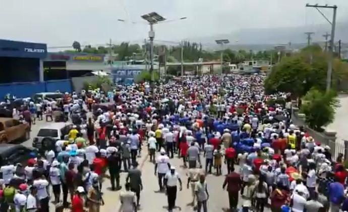"""""""Vive la famille"""", des milliers de citoyens ont marché contre l'immoralité"""