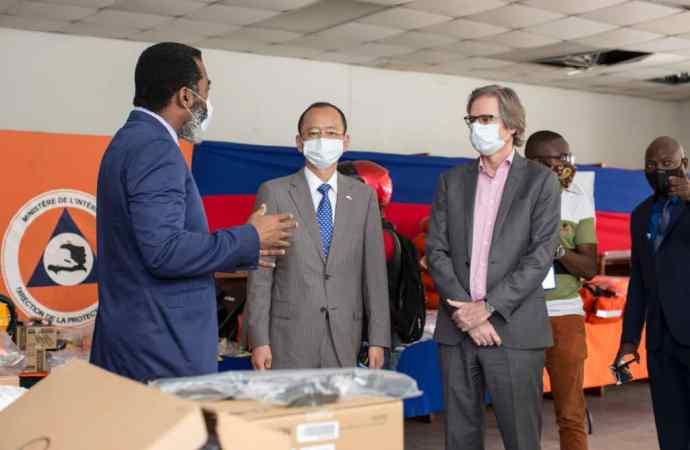 Saison cyclonique 2020 : le PNUD offre des matériels à la protection civile
