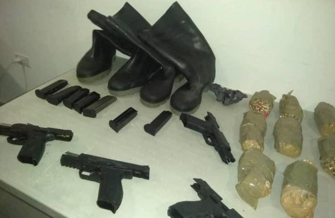 Opération policière : trois individus arrêtés, armes à feu et munitions saisies