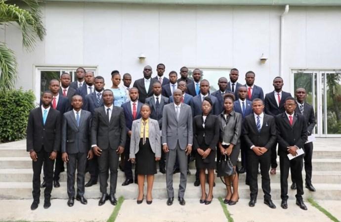 Diplomatie: Jovenel Moïse a remis des lettres de nomination à 30 étudiants fonctionnaires