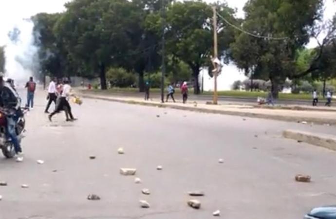 La marche des policiers du SPNH-17 contre l'insécurité dispersée à coup de gaz lacrymogène