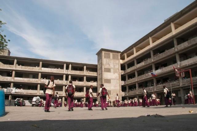 Protestation écolière : Le Collège Canado Haïtien attaqué par des lycéens