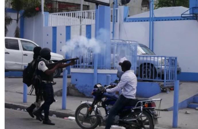 « Les policiers n'ont pas le droit de porter une cagoule sans autorisation »