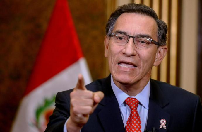 Accusé de corruption, le président du Péru destitué par le parlement