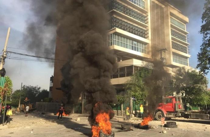 Situation de tension à Port-au-Prince : des barricades de pneus enflammés érigés, plusieurs routes bloquées