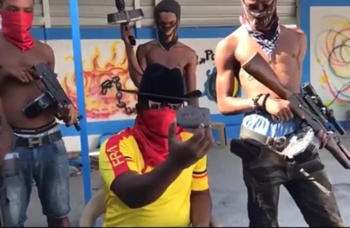 Le chef de gang Izo profère des menaces à la RTVC après avoir abattu un drone de l'institution