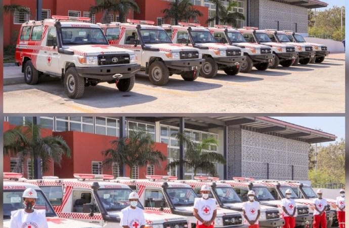 Haïti reçoit cinq ambulances équipées de la Croix-Rouge chinoise