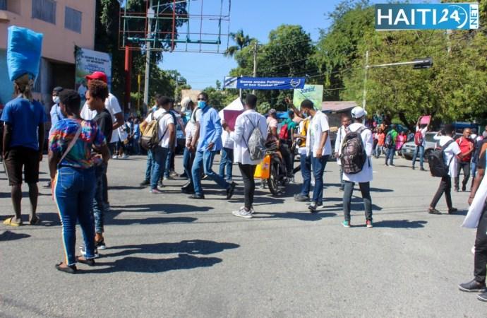 Kidnapping : Des médecins marchent à Port-au-Prince pour exiger la libération de leur collègue