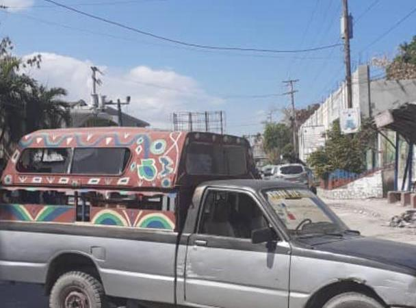 Petit-Goâve : la nationale #2 bloquée, les habitants exigent la libération de deux personnes kidnappées