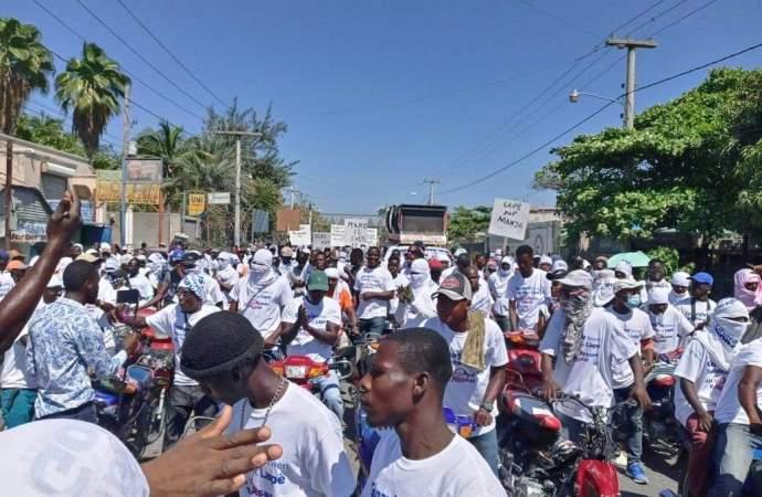 Gonaïves : des citoyens marchent pour la paix et la stabilité