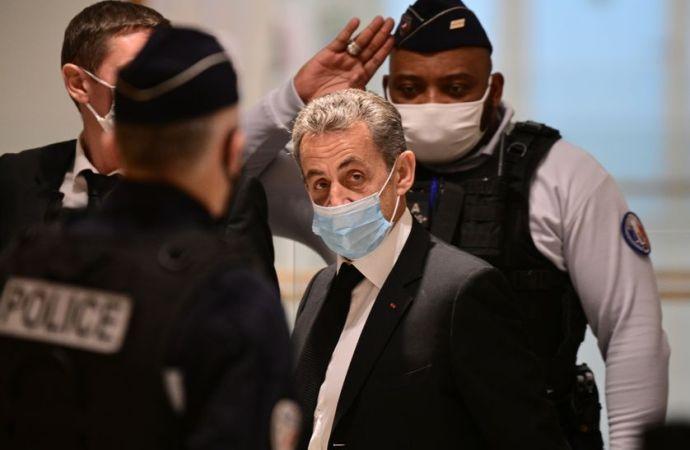 L'ancien président français Nicolas Sarkozy condamné à trois ans de prison