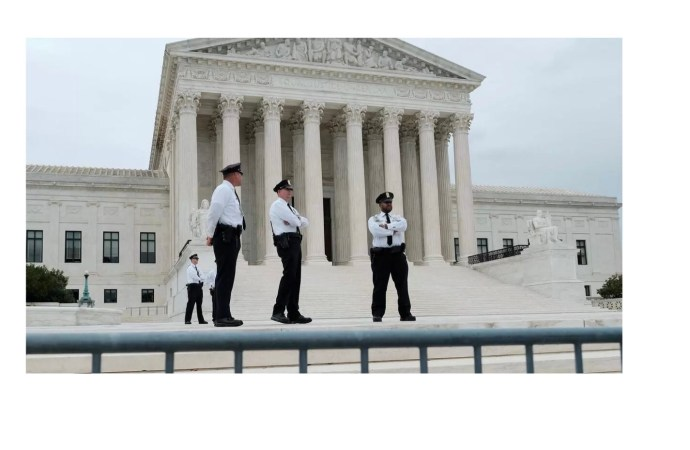 Etats-Unis : aucun immigrant illégal n'aura accès à la résidence permanente, tranche la Cour Suprême
