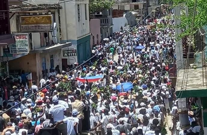 Trou-du-Nord : des citoyens marchent et exigent justice pour Jovenel Moïse