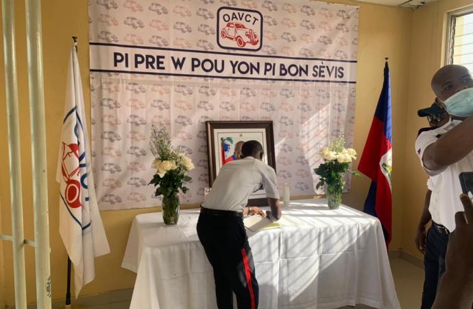 Hommage à Jovenel Moïse : un registre de condoléances ouvert au bureau de l'OAVCT à Tabarre