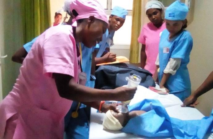 « Aucune institution privée n'est autorisée à former des sages-femmes et des technologistes médicaux », rappelle le MSPP