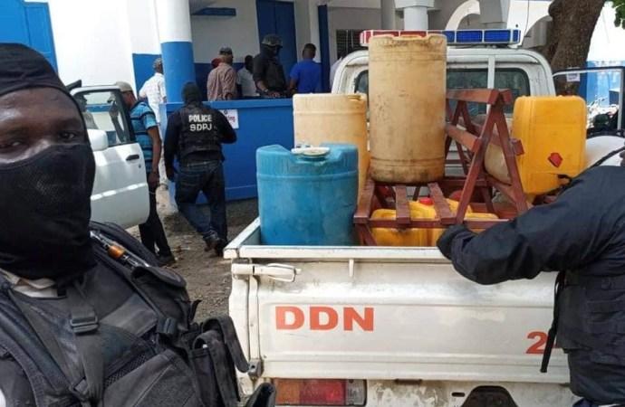 """Rareté de carburant-Marché noir : la police confisque les """"gallons jaunes"""""""