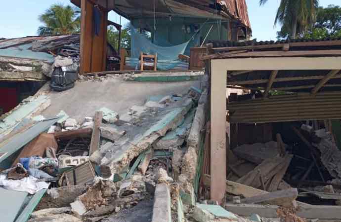 Séisme : bilan partiel de 29 morts, le gouvernement décrète l'état d'urgence pour un mois