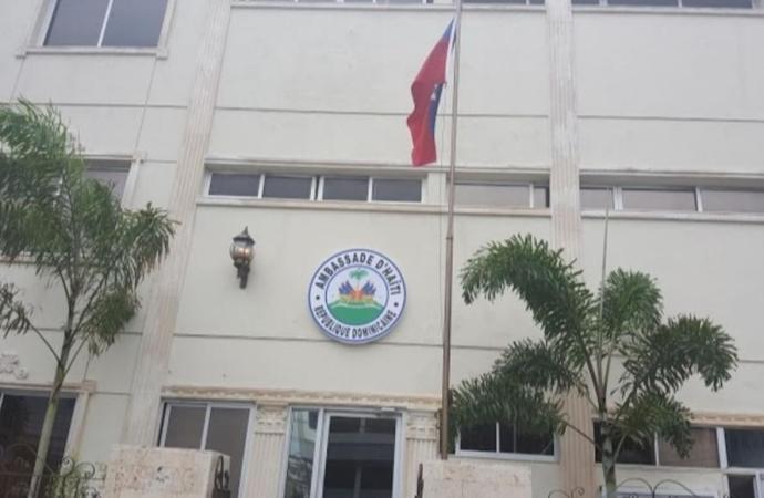 781 passeports munis d'un visa remis aux étudiants haïtiens en République dominicaine