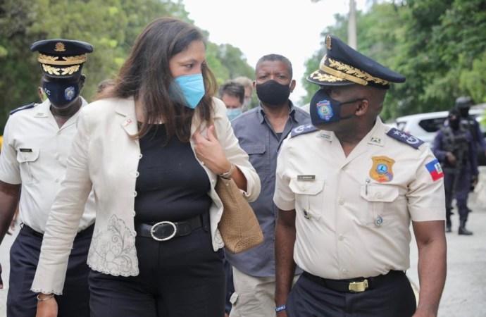 Renforcement de la PNH : l'émissaire des Etats-Unis Uzra Zeya et le DG Léon Charles s'entretiennent