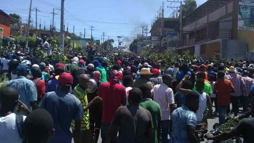 VIDEO: Port au Prince Erupts as Calls for Haiti President's Departure Intensifies