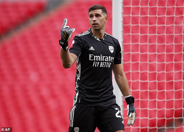 Ex-Arsenal boss Unai Emery 'wants to reunite with Emiliano Martinez at Villarreal'