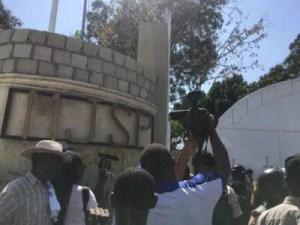 Haïti-Insécurité: Des citoyens marchent par centaines et disent NON à l'insécurité 2